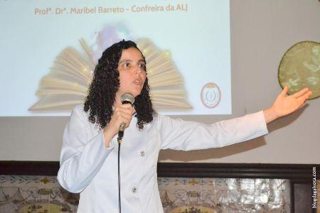 """o público desfrutou da apresentação """"Literatura ficcional e consciência"""", com Maribel Barreto"""
